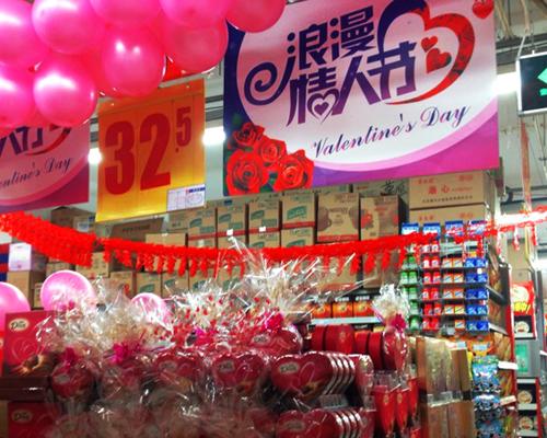 """北京 客流高峰/两节相遇 超市大打""""浪漫牌"""""""
