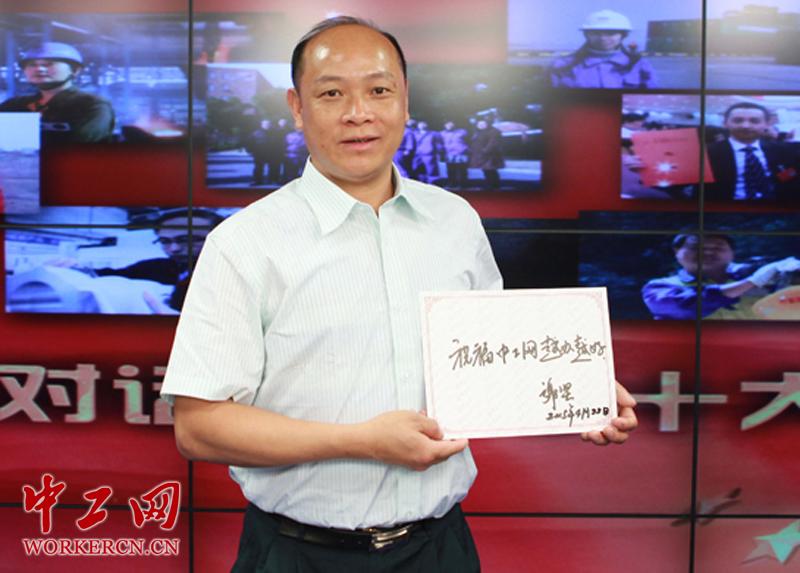 广东省珠海市外伶仃岛邮政所邮递员谢坚