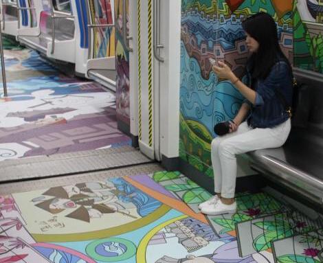 手绘卡通专列亮相 展海上丝绸之路文化元素