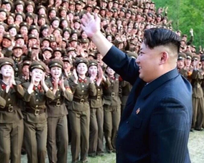 朝鲜人民军空军_金正恩视察朝鲜人民军 女兵欢迎\